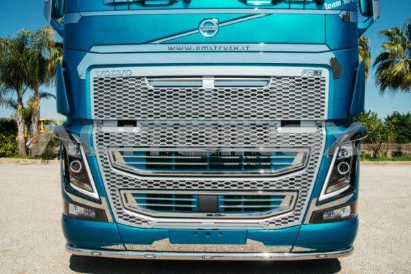 Aplicación calandra acero inoxidable Volvo FH 4