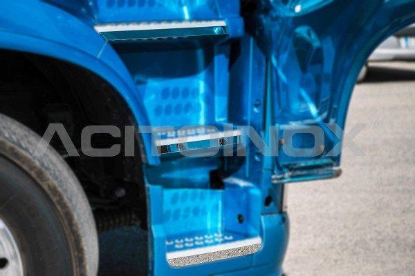 protector apoyapies en acero inoxidable Volvo Fh4
