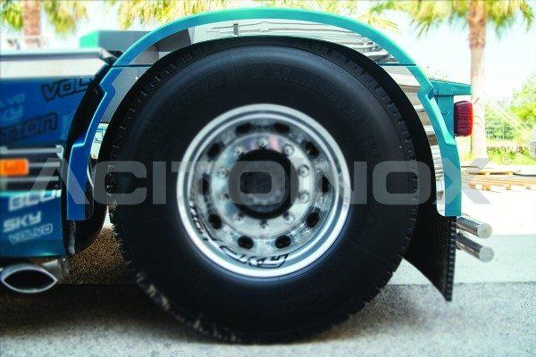 Perfil guardabarros trasero acero inoxidable Volvo Fh4