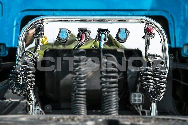 Porta mangueras en acero inoxidable Volvo FH4